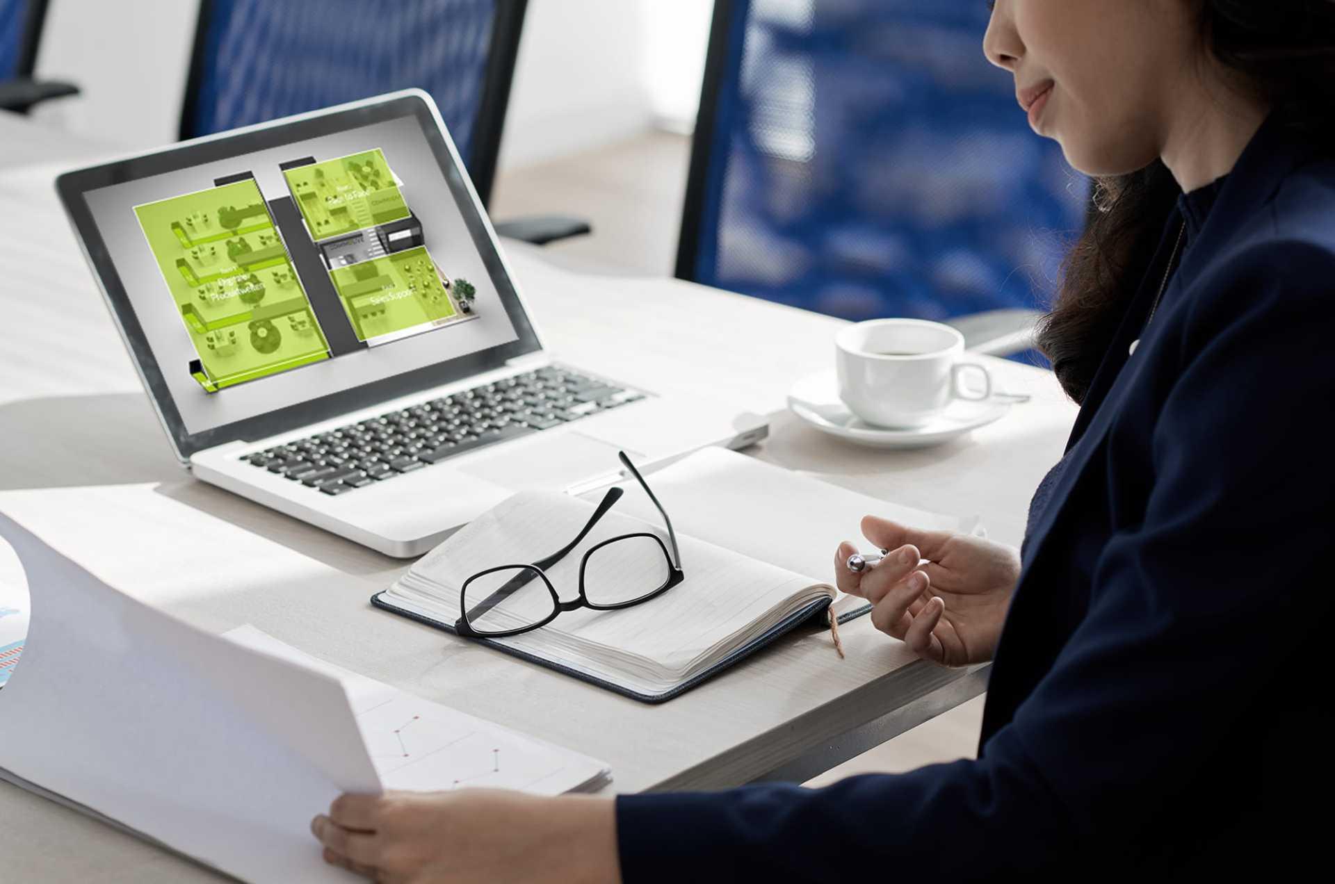 Digitaler Messestand von commalive auf einem Laptop.