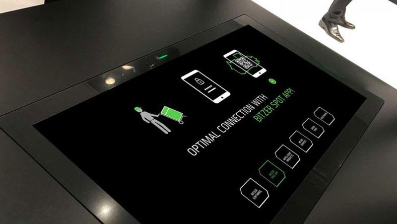 Touch Table Präsentation mit Customer Journey Story von commalive
