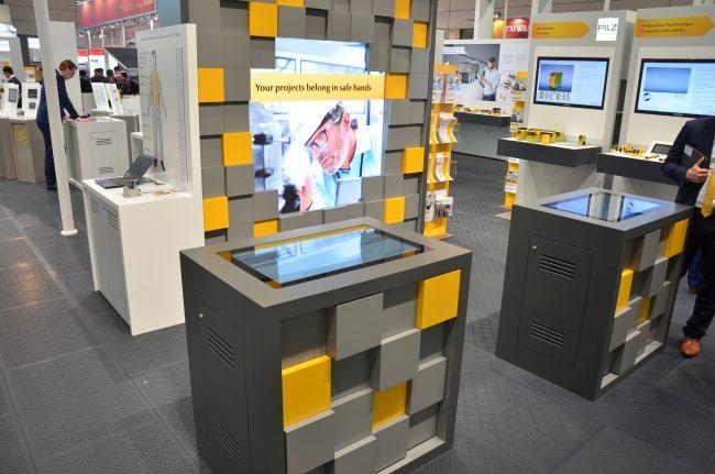 Touch Table Präsentation mit digitalem Produktkatalog für PILZ von commalive