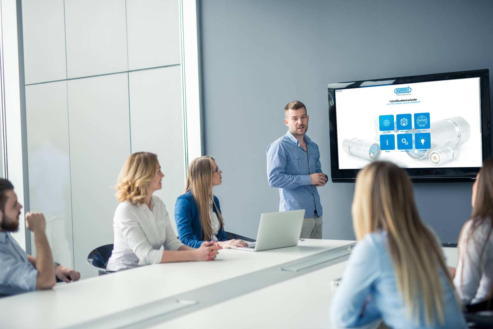 Präsentation mit commalive Präsentations-App in Besprechungsraum