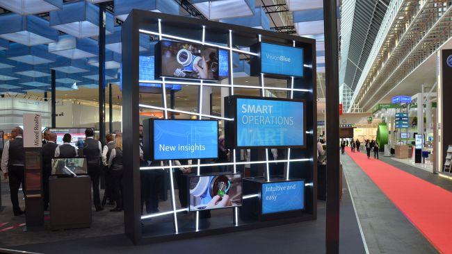 Digitale Medien-Installation auf Messe von commalive für Endress+Hauser