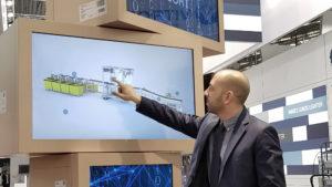 Digitale Eyecatcher-Präsentation auf einem Messe-Exponat